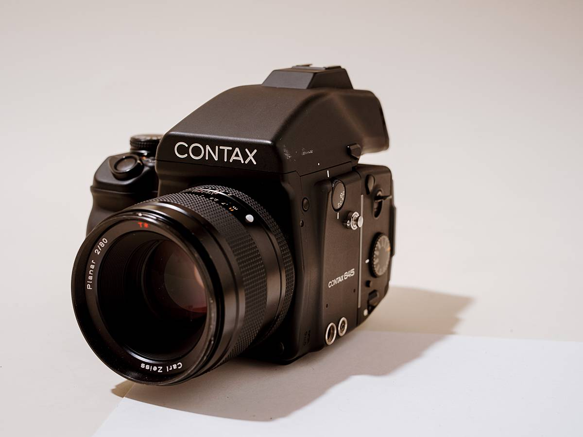 contax 645 studio product photography medium format film camera system for weddings