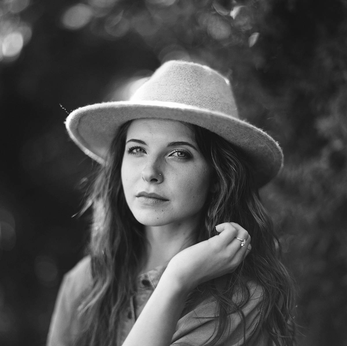 kodak tmax 400 medium format film portrait chelsea green in charleston south carolina wearing hat and blouse in black and white
